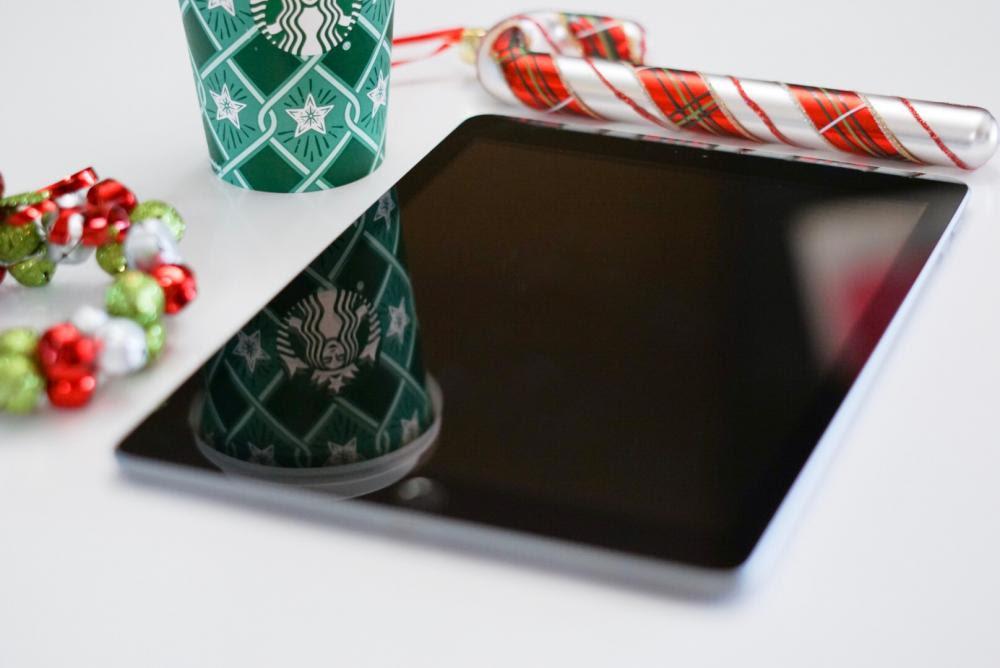 Christmas cards online with Photomania |neveralonemom.com